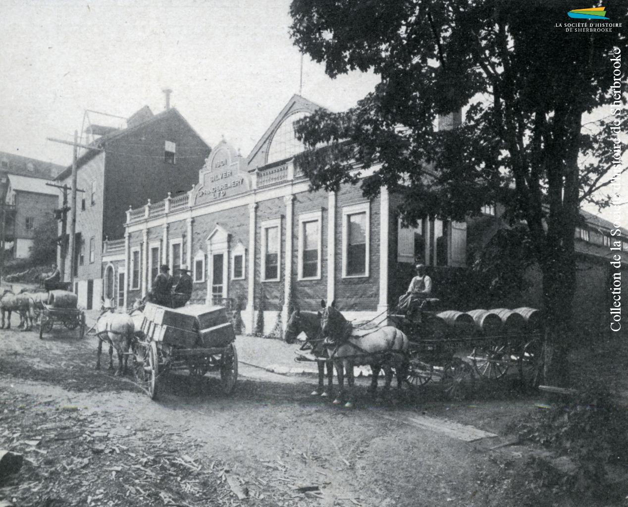 La brasserie <em>Silver Spring</em>, sur la rue Abénaquis, en 1913. En activité depuis 1896, elle ferme ses portes en 1930.