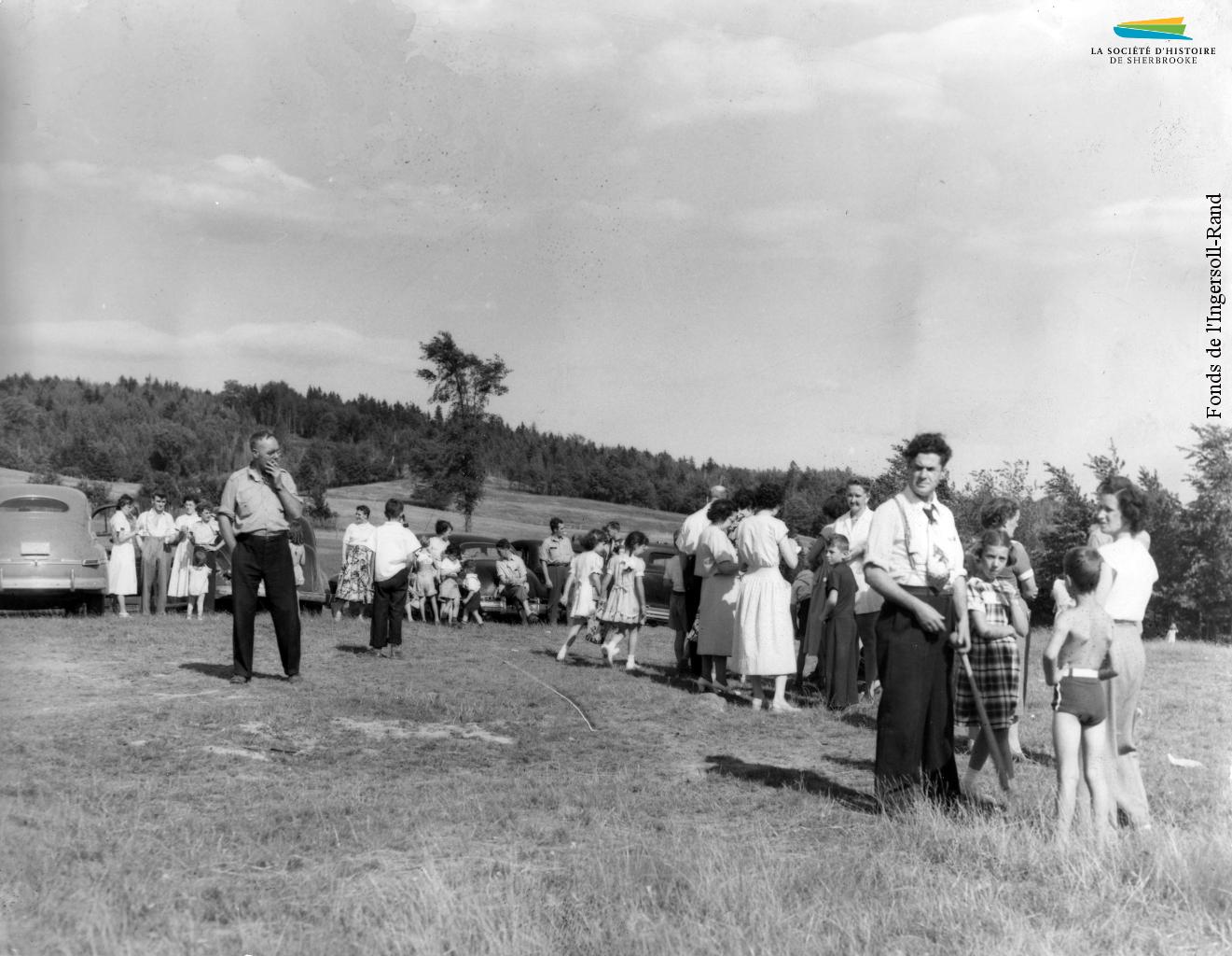 Les employés de l'Ingersoll-Rand réunis pour leur pique-nique annuel au Club Bellevue, à Belvidere Heights, en juillet 1950.