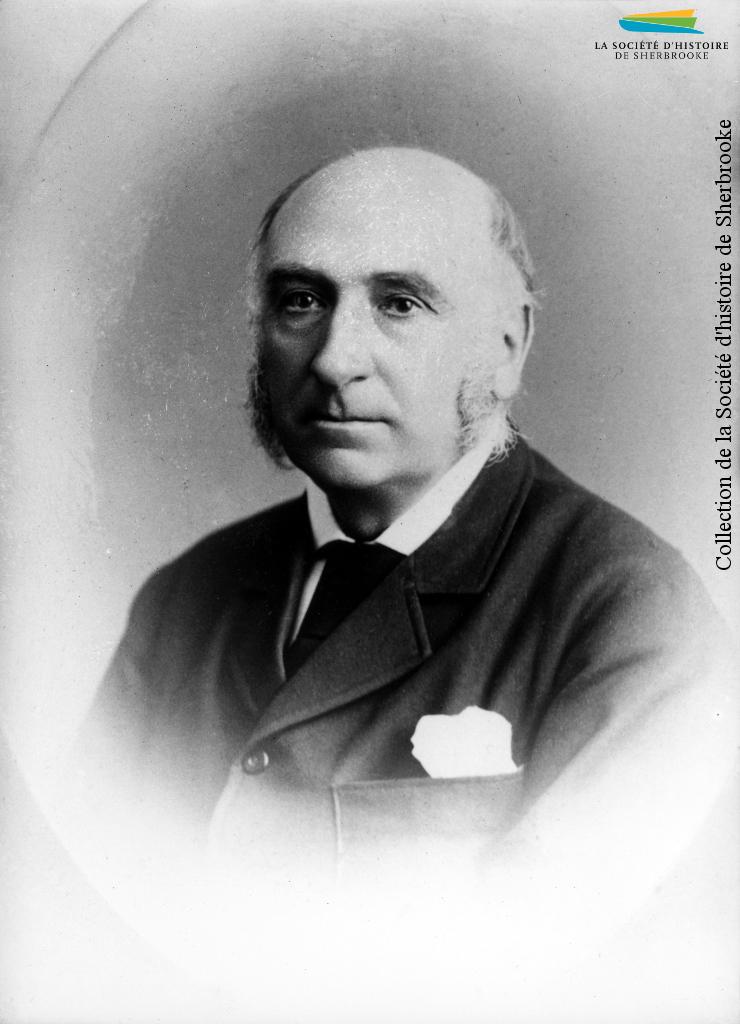 Portrait de Richard William Heneker, 1880. Anglais, né en Irlande, il succède en 1855 à Alexander Galt au poste de commissaire de la BALCo à Sherbrooke. Il occupe aussi des postes de direction dans des entreprises, en plus de participer à la fondation de la Eastern Township Bank et du Sherbrooke Protestant Hospital.