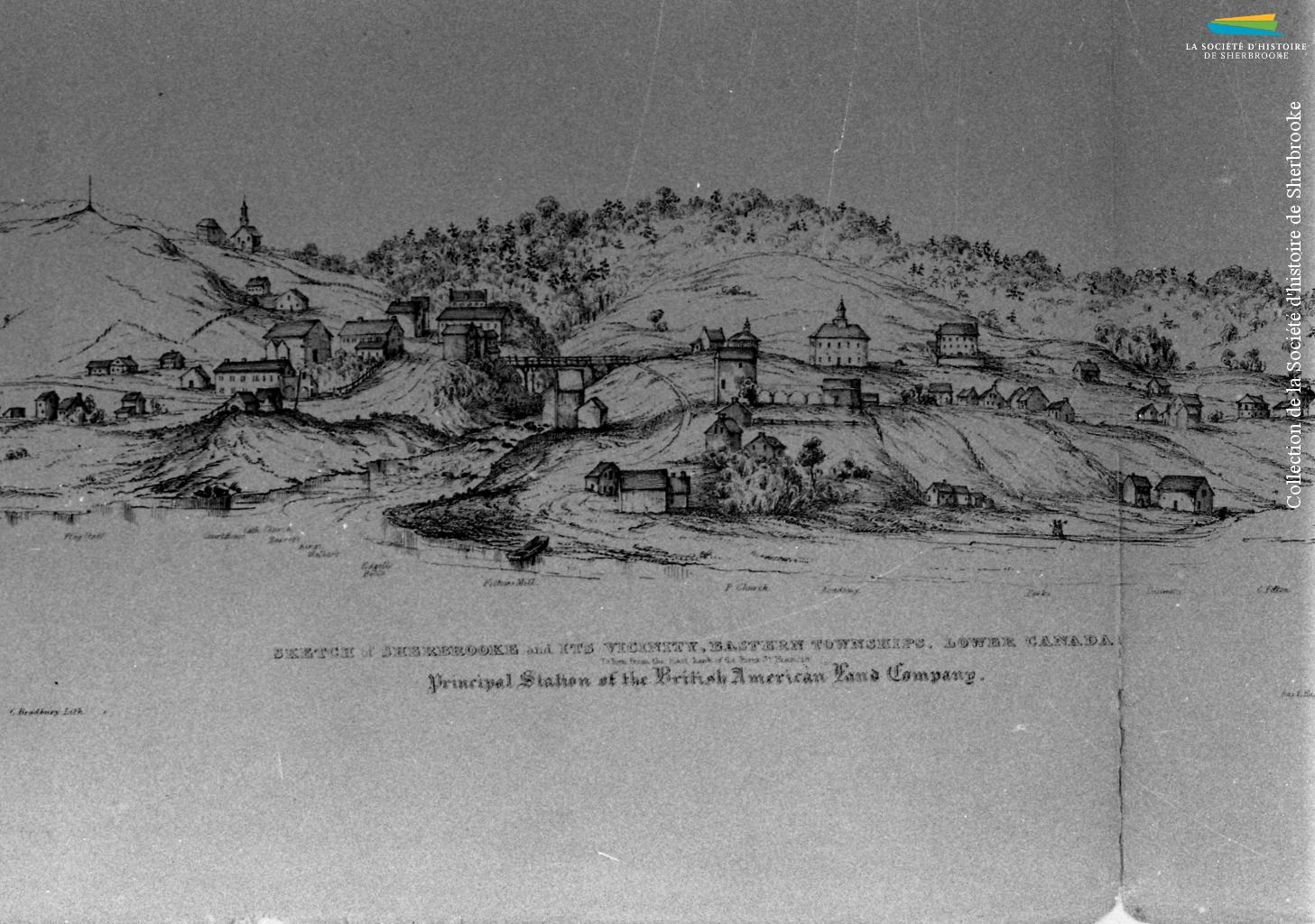 Sherbrooke en 1836, vue depuis la rive est de la rivière Saint-François. Les activités industrielles se résument alors à quelques moulins alimentés par l'eau de la rivière Magog. À partir de 1834, la BALCo construit d'autres barrages et aménage les rives de la rivière afin d'attirer d'autres manufactures.